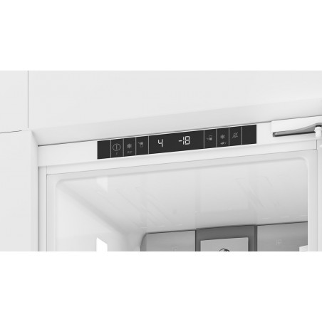 BLOMBERG Built-In Fridge Freezer  KNM 4553EI